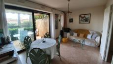 SAINTE-MAXIME CITY CENTRE T2 ON THE GROUND FLOOR WITH TERRACE OF 14 M2 SEA VIEW